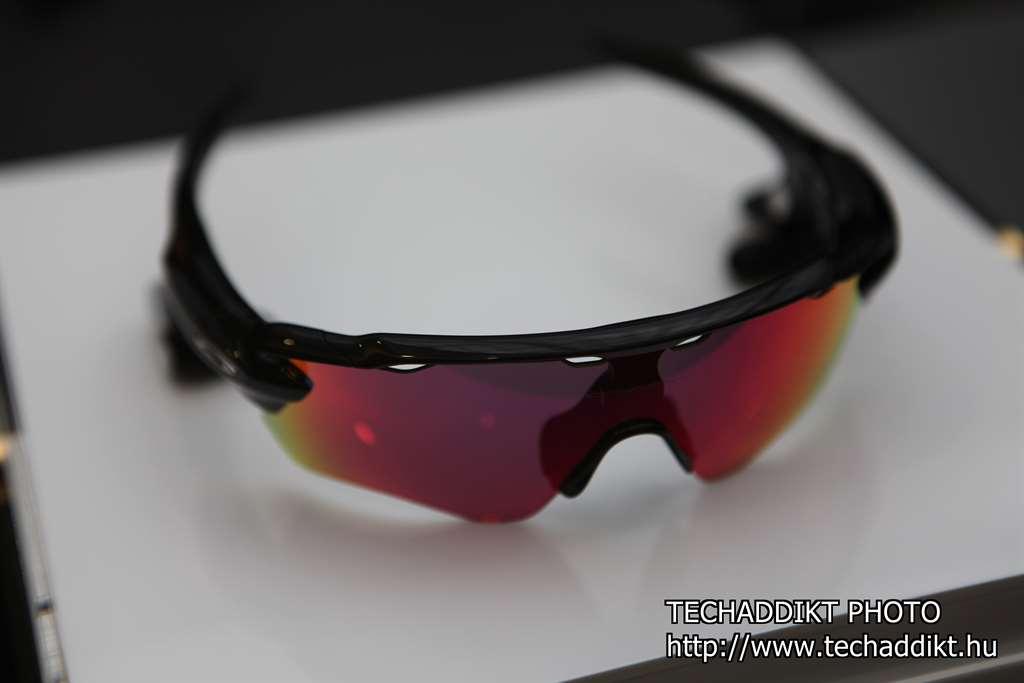 Valós idejű tréning-okosszemüveget mutatott be az Oakley  d956c54a05
